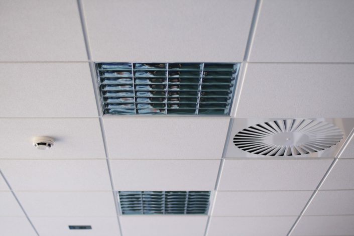 Einbau von Deckenlampen